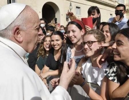 Papa: apostar na formação das meninas para um mundo mais inclusivo