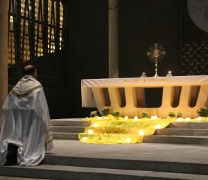 Adoração Eucarística com os jovens ocorrem todas as sextas-feiras de setembro, na Matriz