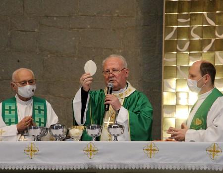 Dom Wilson Tadeu Jönck celebra missa na Semana de São Luís Gonzaga