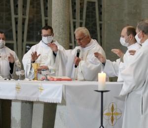 Paróquia São Luís Gonzaga celebra jubileu de vida religiosa dos padres Carlos Nicolodelli e Aléssio da Rosa